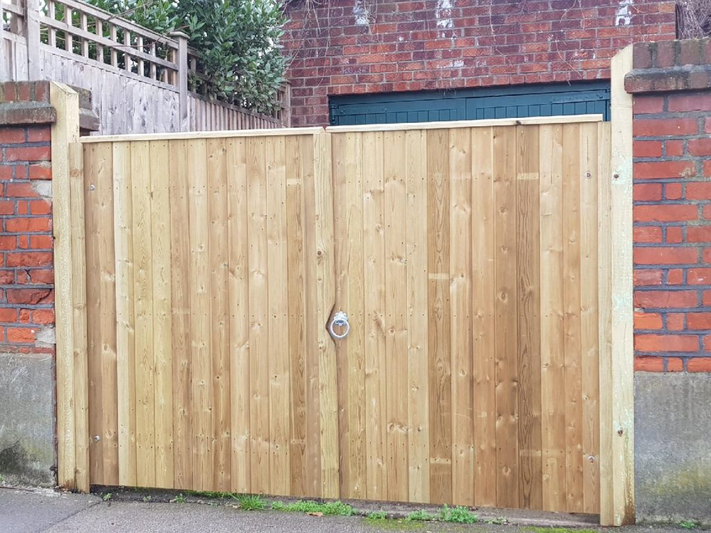 Close board double gates installed by South London Fencing in Dulwich, SE22