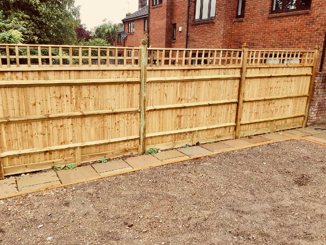 Close board fencing with acorn tops - supplied and installed in Croydon by South London Fencing