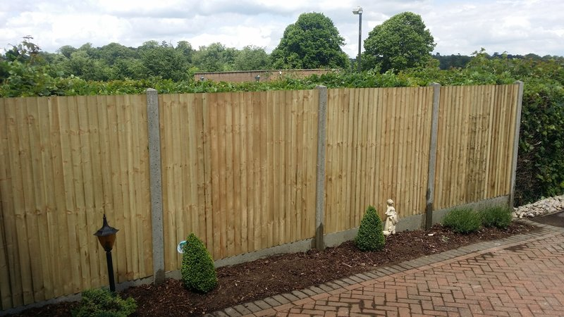 South London Fencing - domestic and commercial contractors - fence and gate repair and installation